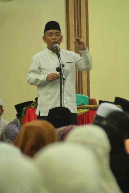 Bupati Pelalawan HM Harris memberikan sambutan dihadapan masyarakat Langgam dan istansi terkait di Masjid Raya Nurul Islam Kecamatan Langgam.